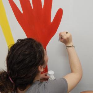 I ragazzi e le ragazze del Liceo artistico di Biella decorano le aule formazione del nuovo Ospedale degli Infermi di Biella