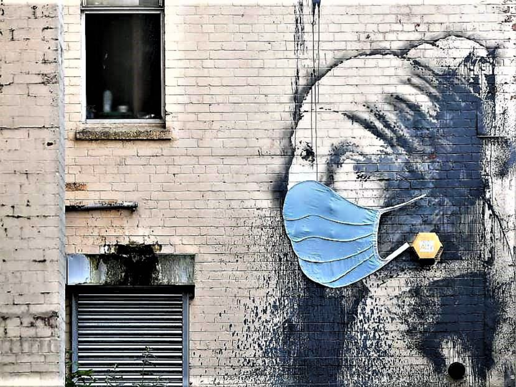 "Banksy - Edificio di Hanover Place, ""The Girl with the Pierced Eardrum"" - Bristol"