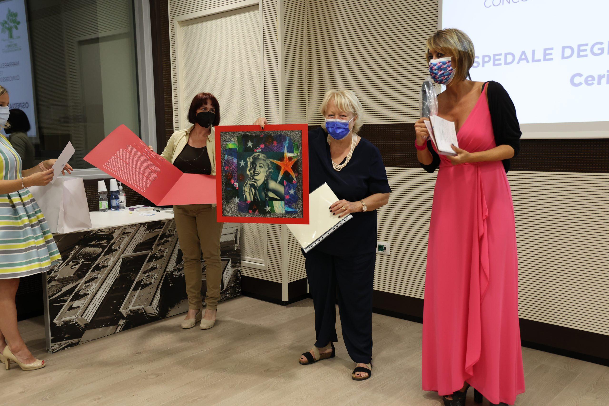 La poetessa Manuela Melissano alla premiazione dell'edizione 2021 del concorso letterario Gim, fra sogno e realtà del Fondo Edo Tempia di Biella.