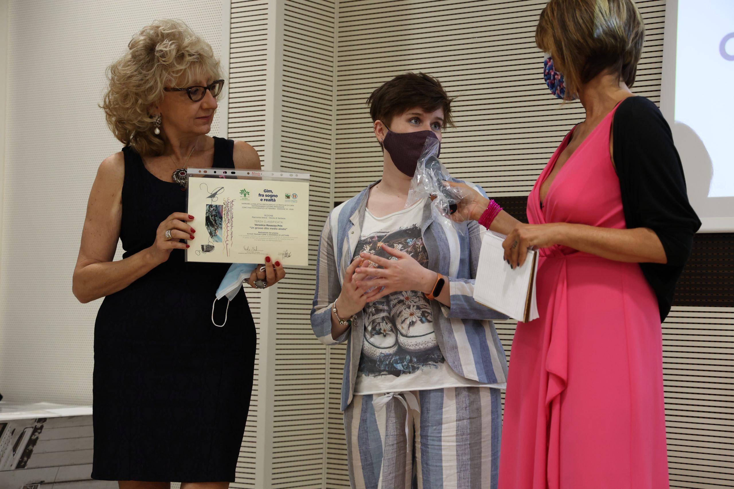 La scrittrice Veronica Rosazza Prin alla premiazione dell'edizione 2021 del concorso letterario Gim, fra sogno e realtà del Fondo Edo Tempia di Biella.