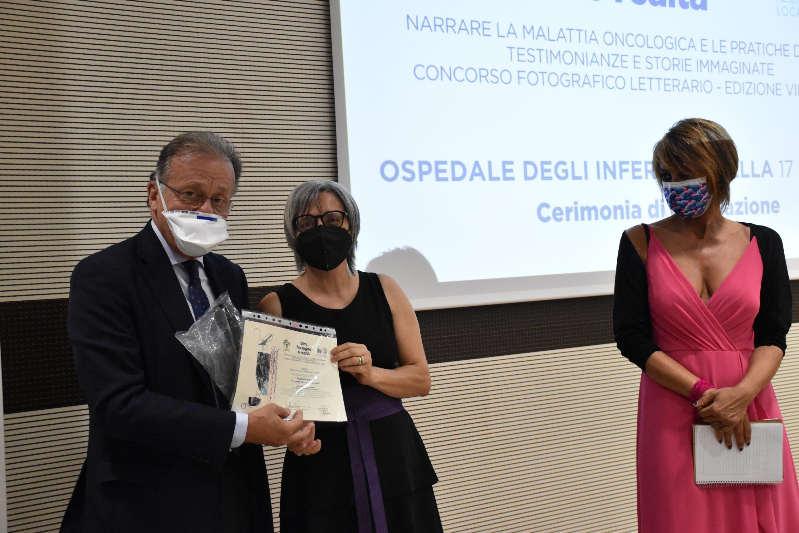 L'insegnante e scrittrice Gabriella Russo alla premiazione dell'edizione 2021 del concorso letterario Gim, fra sogno e realtà del Fondo Edo Tempia di Biella.