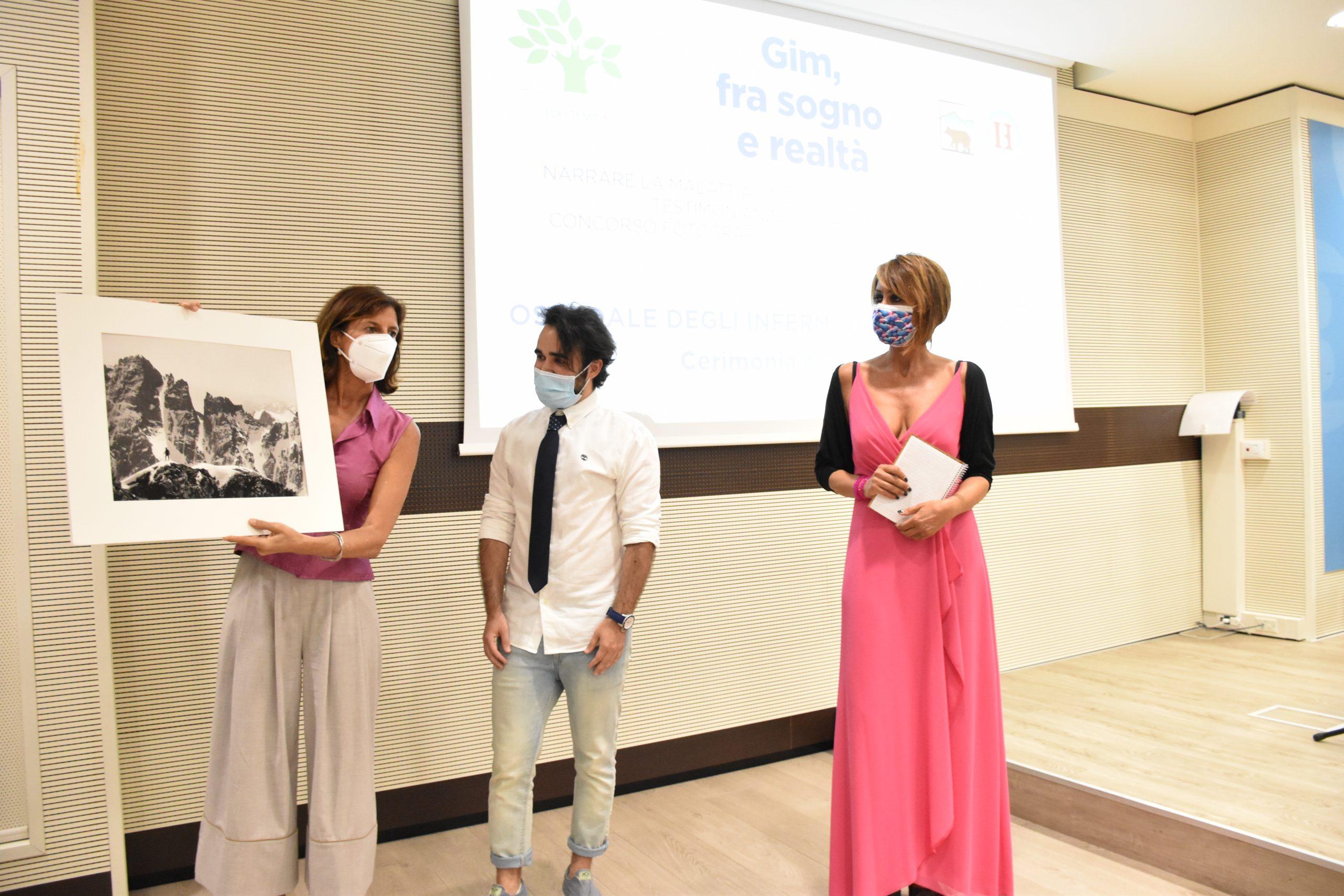 Il giornalista Luca Deias alla premiazione dell'edizione 2021 del concorso letterario Gim, fra sogno e realtà del Fondo Edo Tempia di Biella.