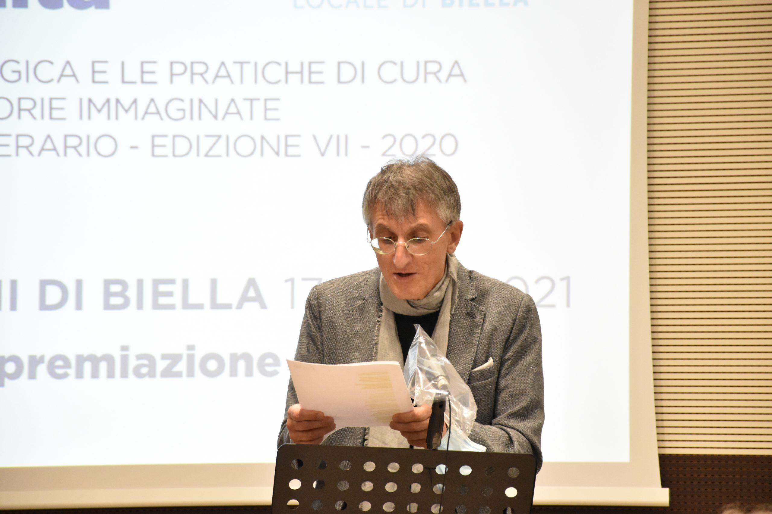 L'attore Mattia Pecchio di Teatrando alla premiazione dell'edizione 2021 del concorso letterario Gim, fra sogno e realtà del Fondo Edo Tempia di Biella.