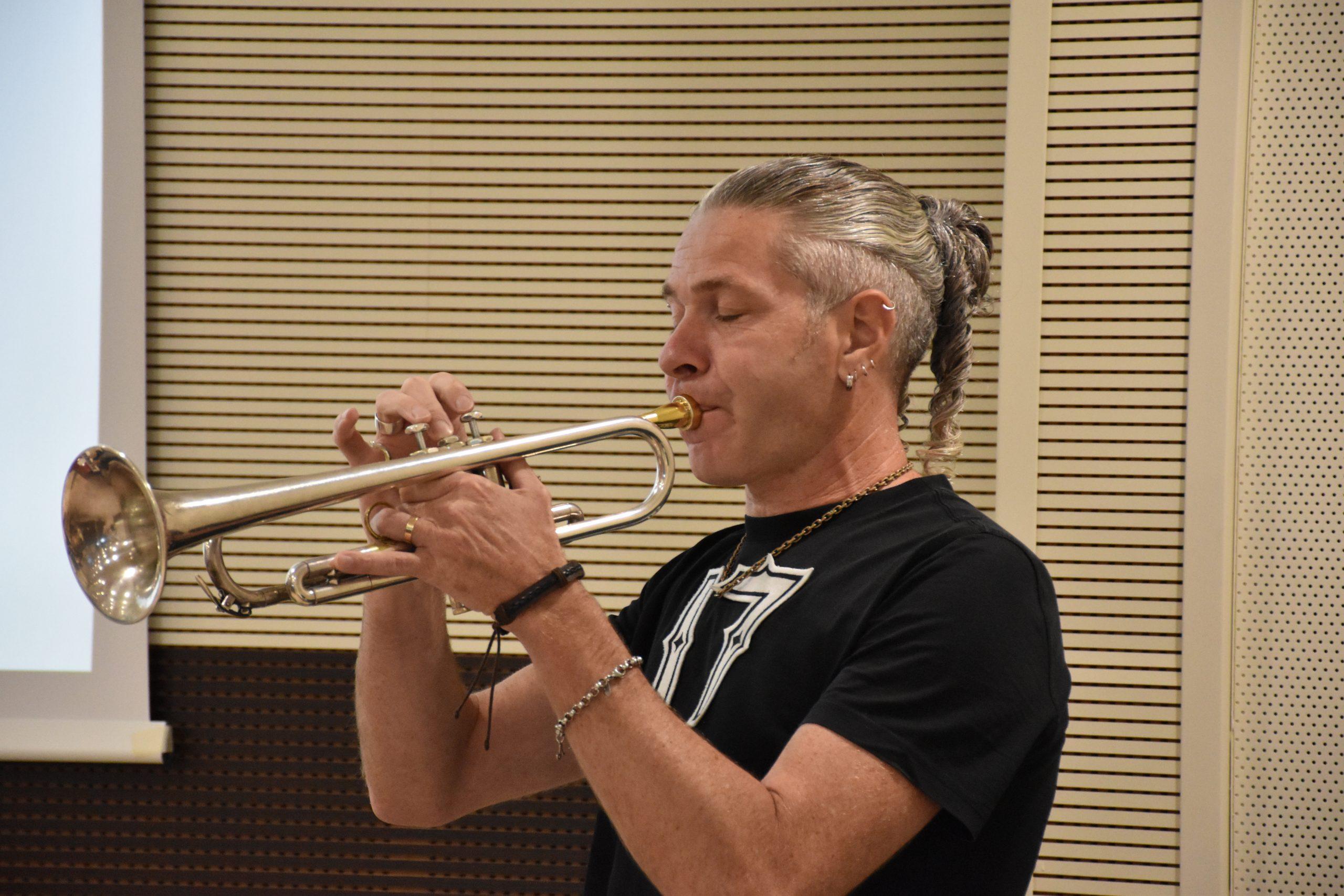 Il musicista Fabio Buonarota alla premiazione dell'edizione 2021 del concorso letterario Gim, fra sogno e realtà del Fondo Edo Tempia di Biella.